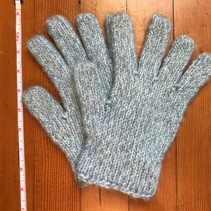 Light blue knit gloves, EUC